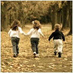 3 children running